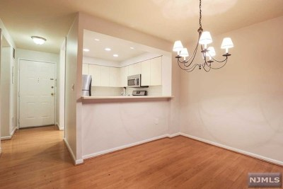 Edgewater Condo/Townhouse For Sale: 503 Ellery Court