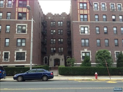 Cliffside Park Condo/Townhouse For Sale: 755 Anderson Avenue #3b
