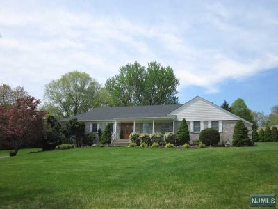 Upper Saddle River Single Family Home For Sale: 33 Carlough Road