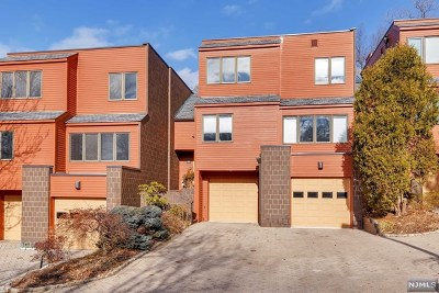 Englewood Condo/Townhouse For Sale: 53 Hidden Ledge Road