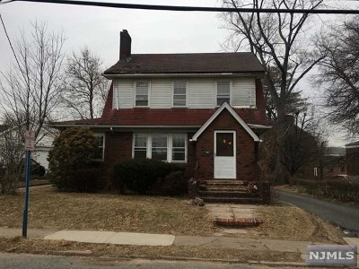 Hackensack Single Family Home For Sale: 382 Thompson Street