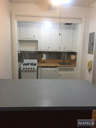 Rental For Rent: 3051 Edwin Avenue #4j
