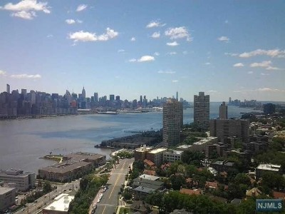 North Bergen Condo/Townhouse For Sale: 7855 Boulevard East #21k