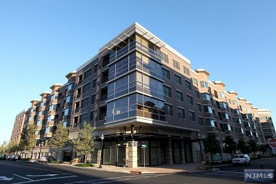 West New York Condo/Townhouse For Sale: 20 Ave At Port Imperial #222