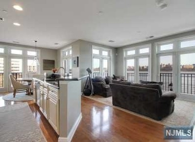 North Bergen Condo/Townhouse For Sale: 7400 River Road #211