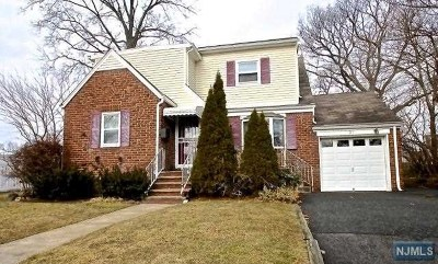 Saddle Brook Single Family Home For Sale: 21 Danna Way