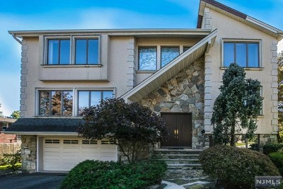 Englewood Cliffs Single Family Home For Sale: 28 Roslyn Court