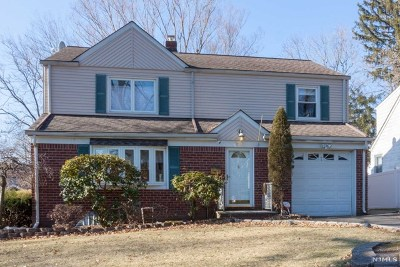 Teaneck Single Family Home For Sale: 914 Phelps Road