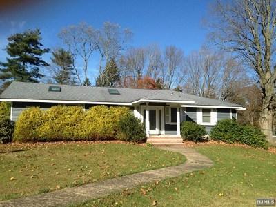 Mahwah Single Family Home For Sale: 1 Pond Lane