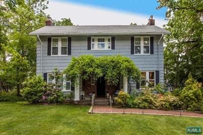Leonia Single Family Home For Sale: 110 Woodridge Place