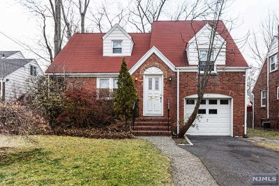Teaneck Single Family Home For Sale: 71 Midwood Road