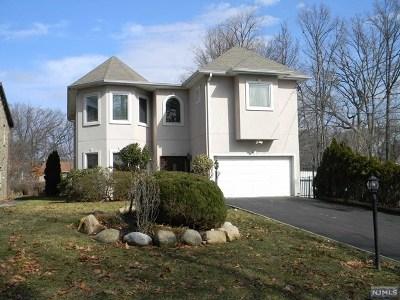 Teaneck Single Family Home For Sale: 187 Manhattan Avenue