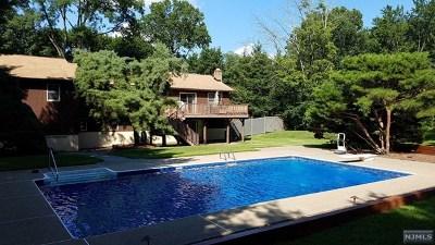 Oakland Single Family Home For Sale: 16 Seminole Avenue