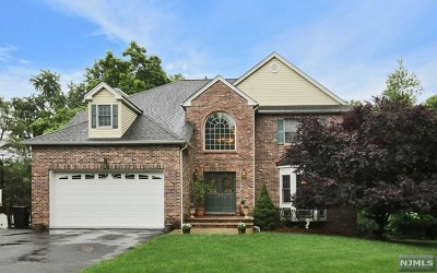 Totowa Single Family Home For Sale: 2 Murphy Court