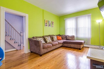 Secaucus Single Family Home For Sale: 758 2nd Street