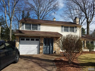 Waldwick Single Family Home For Sale: 27 Stuart Street