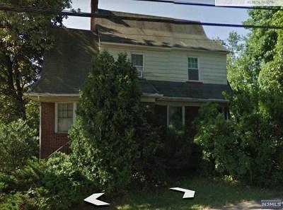 Teaneck Single Family Home For Sale: 670 Chestnut Avenue