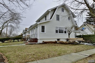 Teaneck Single Family Home For Sale: 124 Degraw Avenue