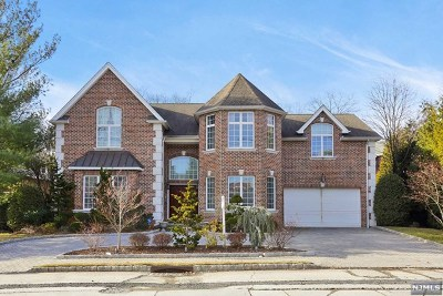 Fort Lee Single Family Home For Sale: 40 Bridle Way