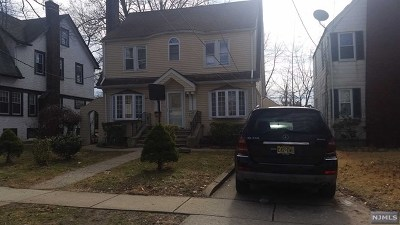 Teaneck Single Family Home For Sale: 202 Kings Court