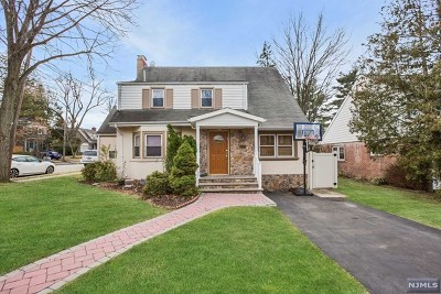 Teaneck Single Family Home For Sale: 694 West Englewood Avenue