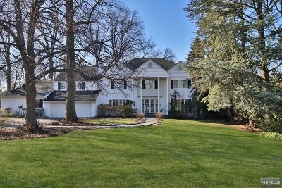 Teaneck Single Family Home For Sale: 522 Winthrop Road