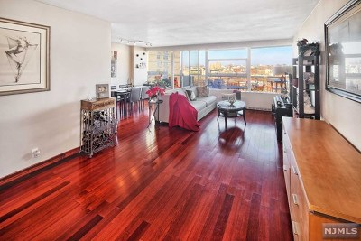 West New York Condo/Townhouse For Sale: 6050 Boulevard East #8f