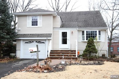 Paramus Single Family Home For Sale: 96 Arnot Place