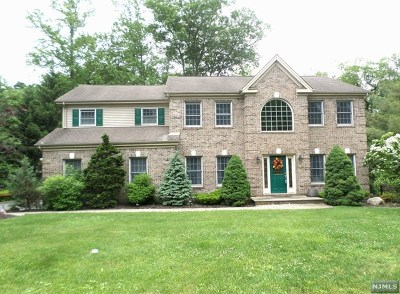 Montvale Single Family Home For Sale: 6 Hunting Ridge Court