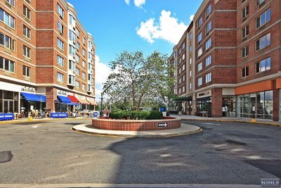 Edgewater Condo/Townhouse For Sale: 5201 City Place