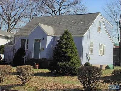 Saddle Brook Single Family Home For Sale: 488 Dewey Avenue