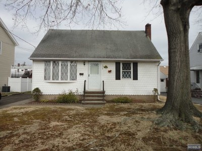 Saddle Brook Single Family Home For Sale: 598 Hickory Avenue