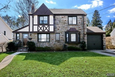 River Edge Single Family Home For Sale: 425 Windsor Road