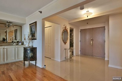 Fort Lee Condo/Townhouse For Sale: 1512 Palisade Avenue #8p