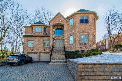 Fort Lee Single Family Home For Sale: 290 McCloud Drive