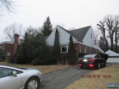 Teaneck Single Family Home For Sale: 87 Chadwick Road