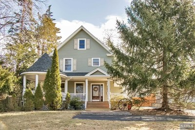 Montvale Single Family Home For Sale: 21 North Kinderkamack Road