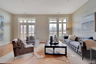 Weehawken Condo/Townhouse For Sale: 11 Regency Place