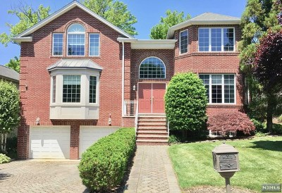 Englewood Cliffs Single Family Home For Sale: 22 Sara Hill Lane