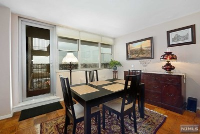 West New York Condo/Townhouse For Sale: 6040 Boulevard East #15a