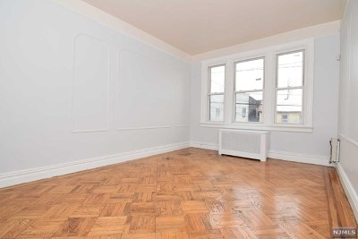 Jersey City Condo/Townhouse For Sale: 33 Long Street #4