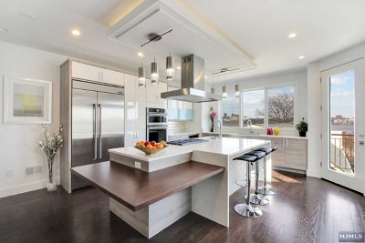 Edgewater Condo/Townhouse For Sale: 611 Undercliff Avenue