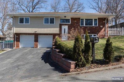 Leonia Single Family Home For Sale: 423 Richmond Place