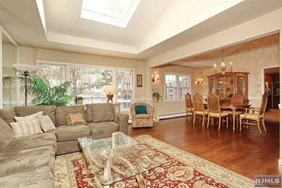 Upper Saddle River Single Family Home For Sale: 31 Fox Hill Road