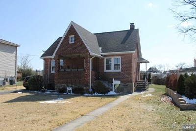 Saddle Brook Single Family Home For Sale: 470 Dewey Avenue