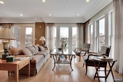 West New York Condo/Townhouse For Sale: 520 Harbor Place