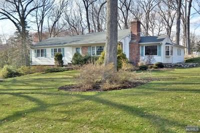 Franklin Lakes Single Family Home For Sale: 837 Pueblo Drive