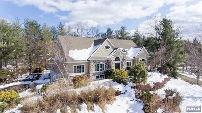 Mahwah Single Family Home For Sale: 2 Degraaf Court