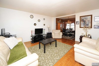 Teaneck Single Family Home For Sale: 278 Pleasant Place
