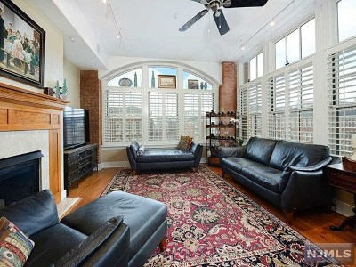 Jersey City Condo/Townhouse For Sale: 174 Washington Street #4b